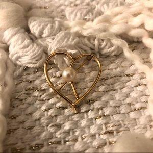 gold & pearl heart brooch